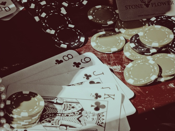 'Online Poker- An Easy Way of Playing Poker and Minting Money'